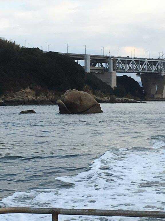 櫃石島 大わらじ岩 釣り